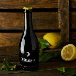 1 botella de cerveza artesana con Limón